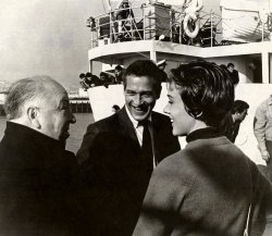 allaboutjulie:  Alfred Hitchcock, Paul Newman, and Julie Andrews chat on the set of Torn Curtain