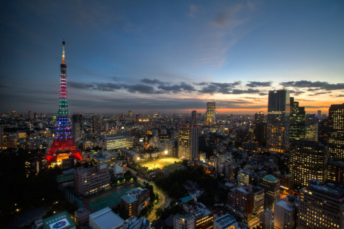 "500px / Photo ""Tokyo Tower in Olympic Colors"" by Alan Nee Alan Nee, 500px.com"
