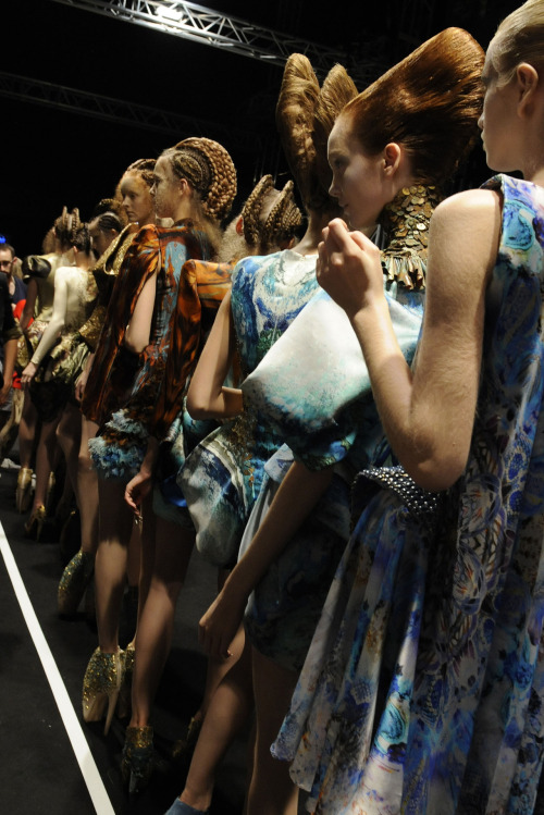 somethingvain:  alexander mcqueen s/s 2010 rtw, backstage