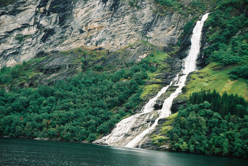 estimfalos:  338 - Geirangerfjord F2-1809 06 by La Barracuda on Flickr.