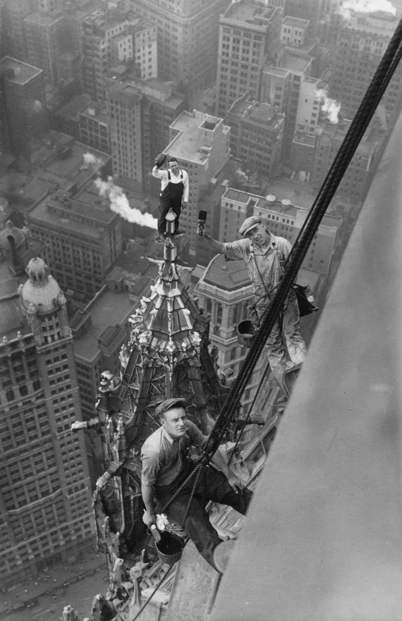 ovadiaandsons:  Workers atop the Woolworth Building, New York, 1926  Petrified of heights.