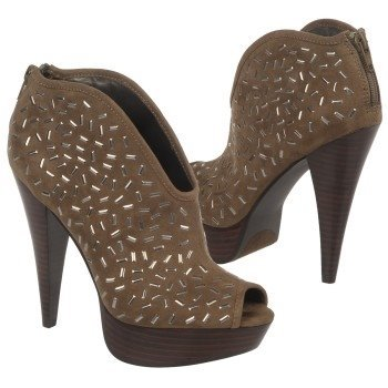 I recently started falling in love with Carlos Santana shoe line. I found these pair of shoes on his website & I thought it would be a great a choice for the fall! Hope you like because I absolutely love!