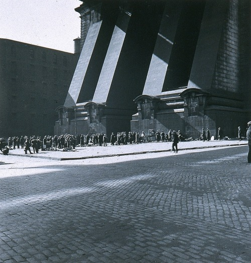 blaaargh:  Samuel H. Gottscho, Below Manhattan Bridge, 1930