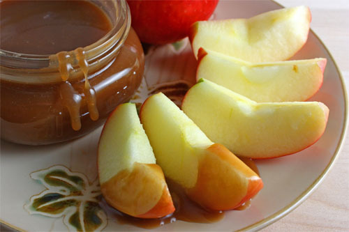 prettygirlfood:  Caramel Sauce Ingredients:1 cup sugar1 tablespoon corn syrup1/4 cup water1/2 cup heavy cream (heated)2 tablespoons unsalted butter (room temperature)1 teaspoon vanilla extractDirections:1. Heat the sugar, syrup, and water in a sauce pan while stirring.2. When it boils stop stirring and let it turn a medium amber colour.3. Remove from heat and slowly pour in the heavy cream.4. Stir the mixture until it is smooth with a wooden spoon. (If any lumps form return to heat and stir them away.)5. Stir in the butter.6. Allow the sauce to cool for a few minutes and stir in the vanilla extract.