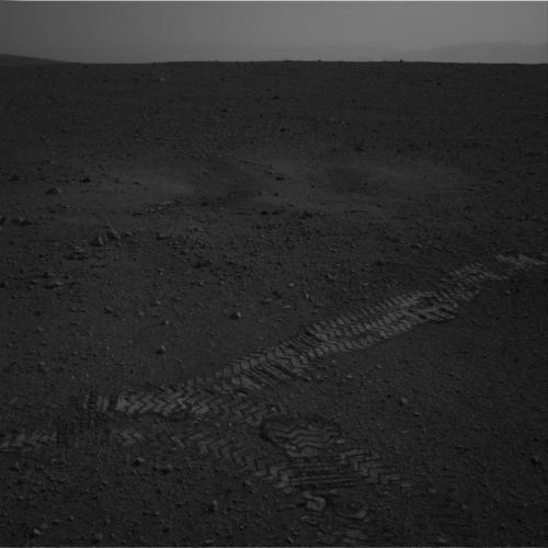 Curiosity: Curiosity makes its first move on Mars - 6m test. for-all-mankind:  spacewatching:  Curiosity makes her first, small, steps on Mars.  Images just in from the Jet Propulsion Laboratory shows the first tracks - the first of many  We're mobile! Hooray!!