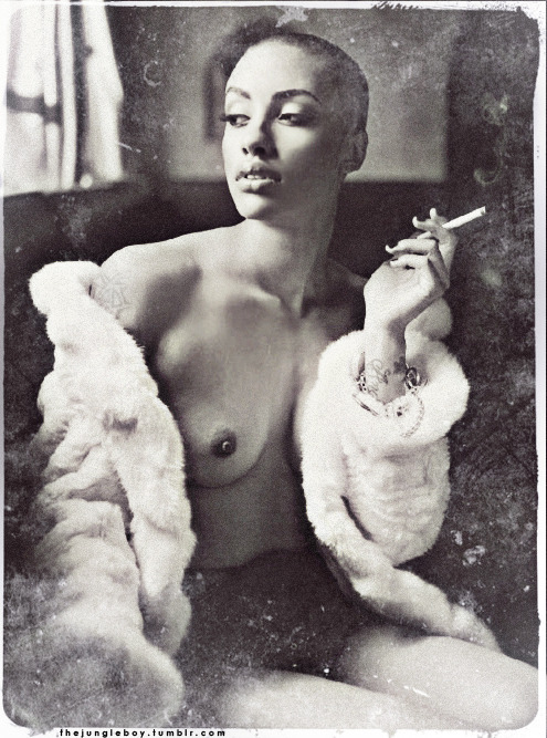 thejungleboy:  hot Azmarie Livingston in fur f*$ked it up abit