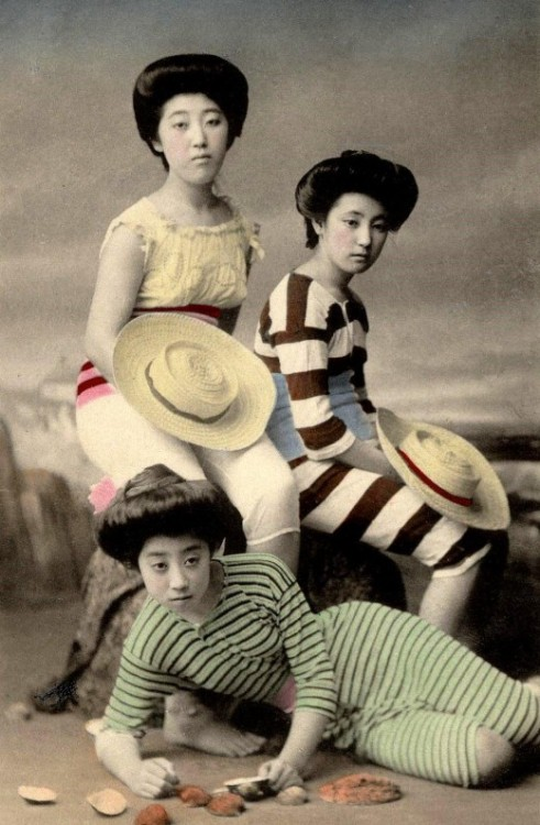 lostsplendor:  Bathing Beauties in Meiji Era Japan, c. 1900 (via Retronaut)