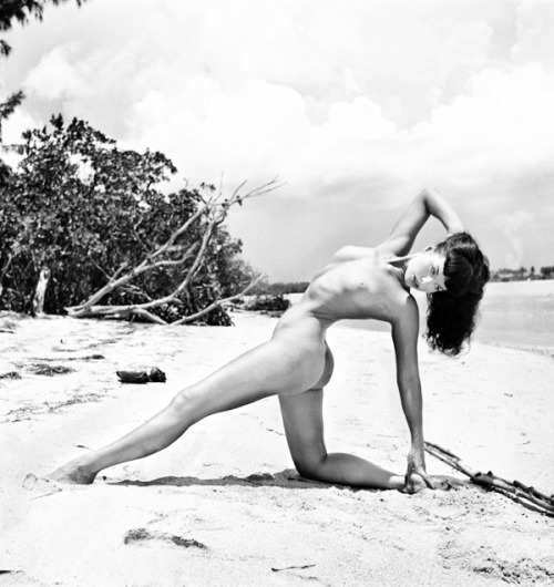vintagegal:  Bettie page photographed by Bunny Yeager, 1954  All kinds of g0ddamn! Whoa!