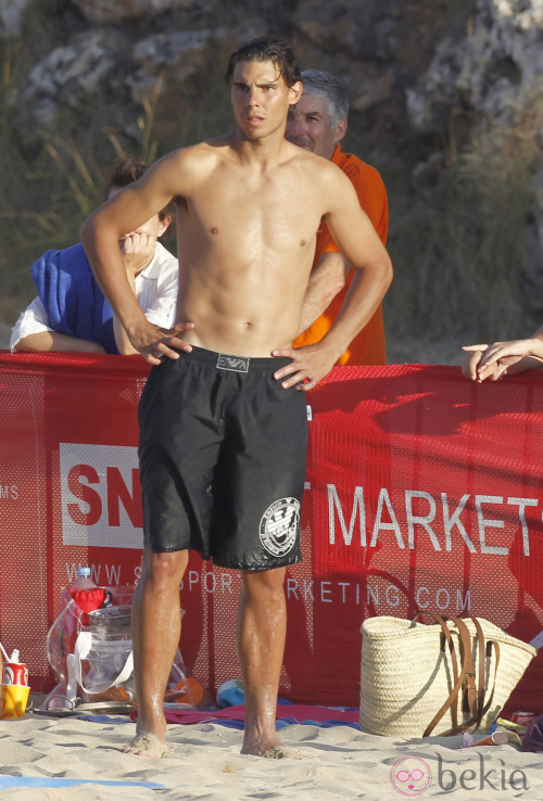 rafaelnadalfans:  Rafa chilling at the beach yesterday.