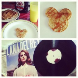 @ocampos_01 + #BananaPancakes + #Lana DelRey = Perfect way to start the day ☺💜🎶💑 (Taken with Instagram)