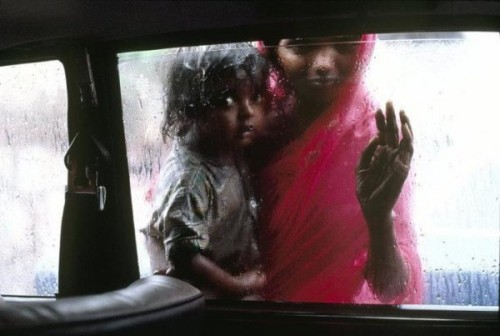 "rubinadesign:  Mother and child in Mumbai, India. ""I strive for individual pictures that will burn in people's memories."" – Steve McCurry (source: Wild Magazine)"