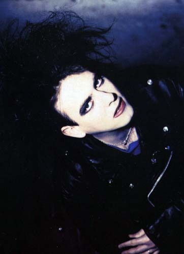 Robert Smith, looking ADORABLE.