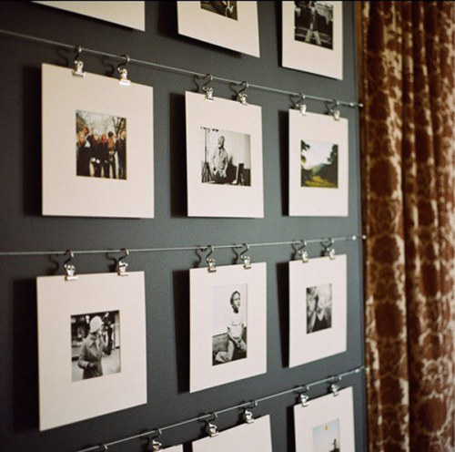 myidealhome:  photo wall in black&white (via Freshome)