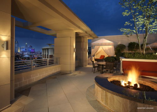 NAHB's Home of the Day loves a rooftop fireplace and a skyline view!Join this award-winning project by winning your own BALA. More info here: http://www.nahb.org/award_details.aspx?awardID=1627&utm_source=tumblr&utm_medium=social&utm_content=2BALA&utm_campaign=HOTD