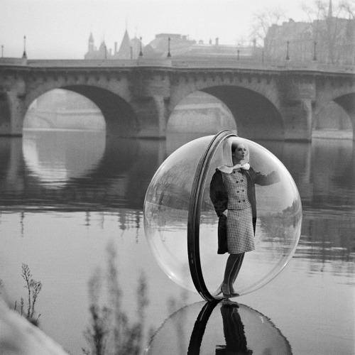averyjoann:  Melvin Sokolsky's Bubble series Paris, 1963