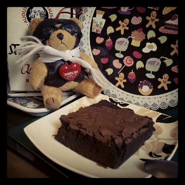 The best brownies I've ever tasted! From Ben's Coffee. :D #BensCoffee #brownie #cute #bear (via Photo by mesideesnoires • Instagram)
