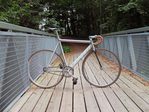 lowbicycles:  Joni Puranen's badass build. Good call on the Wound Up fork.