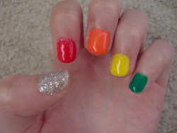 mah-nailz:  RAINBOW NAILS.