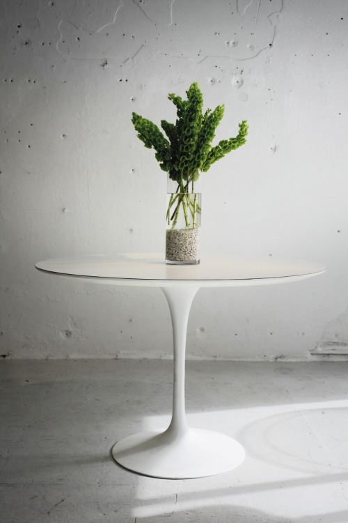 beautiful new #vintage Tulip Table designed by #saarinen made by #knoll at www.studiochristensen.com