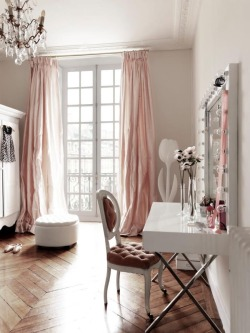 thedecorista:  a little french vanity