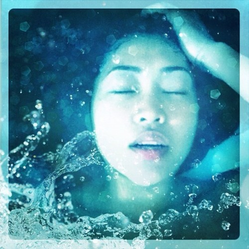 Splish splash - #selfportrait #self #portrait #igers #igaddict #ignation #iphoneonly #iphoneography #photography #phoneography #bath #art #filtermania #ignation #instagood #instagram #instamood  (Taken with Instagram)