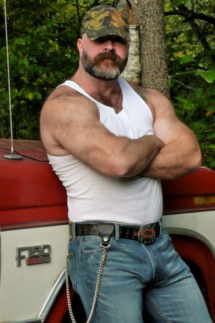 guysthatgetmehard:  gruff pick-up daddy