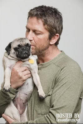 Gerard Butler kisses his adorable pug, Lolita.