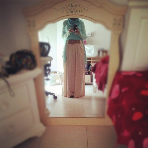 misssaufeeya:  my outfit today. #hijab #hijabi #outfit (Taken with Instagram)
