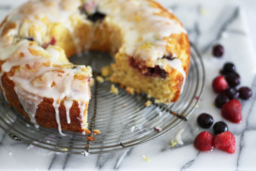 Lemon berry bundt cake by emma@vanillasplash
