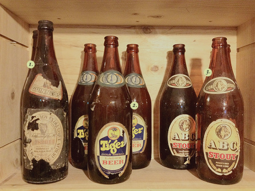 Brocante Crate № 6 ! 1. Vintage Guinness Beer Bottle 2. Vintage Tiger Beer Bottle 3. Vintage ABC Stout Bottle