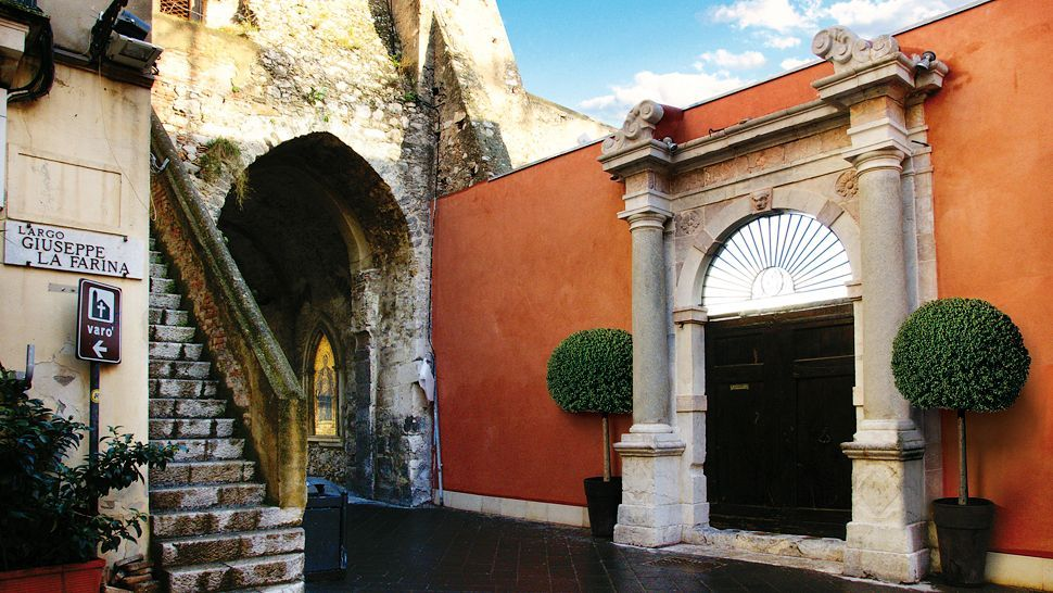 The entrance to Hotel Metropole Taormina, #Sicily #Italy