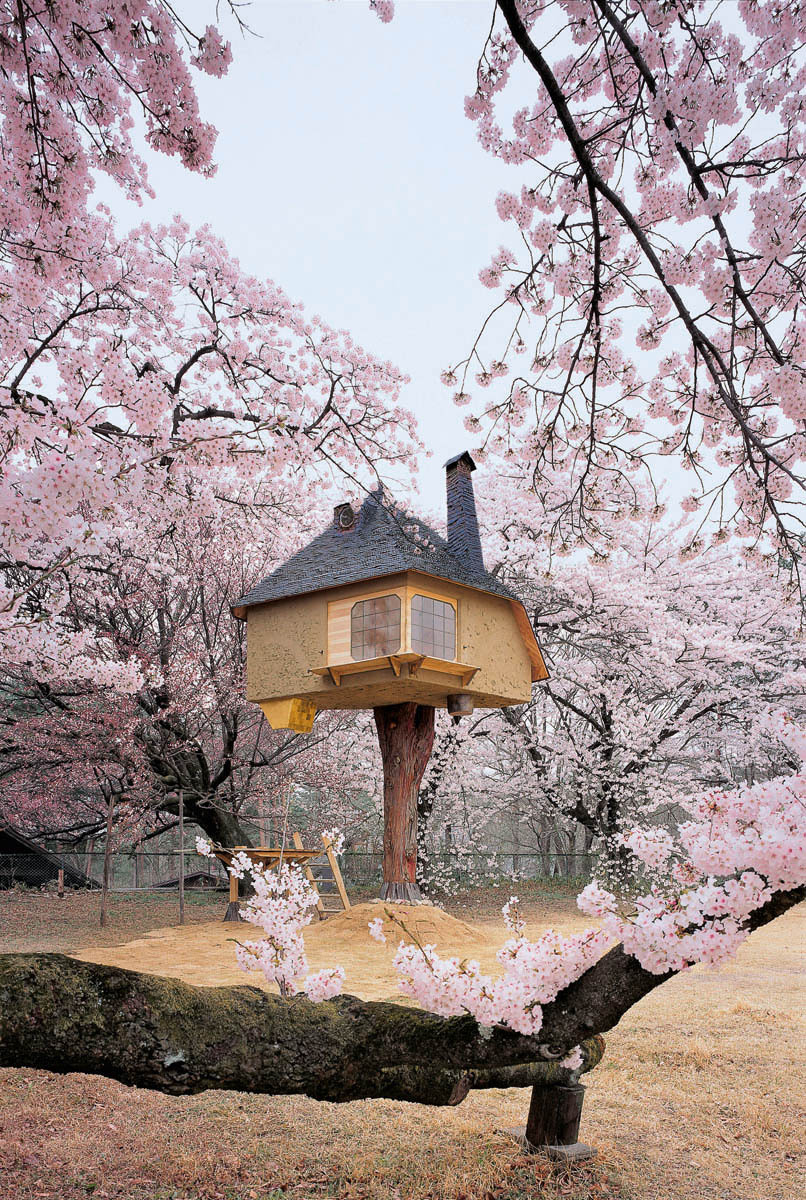 thingsmagazine:  Teahouse Tetsu by Terunobu Fujimori, from Tree Houses: Fairy Castles in the Air, published by Taschen