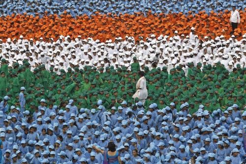 jiieun:  BLOCKED OFF: Schoolchildren attended Independence Day celebrations at Delhi's historic Red Fort, where Indian Prime Minister Manmohan Singh addressed the nation Wednesday. (Adnan Abidi/Reuters)