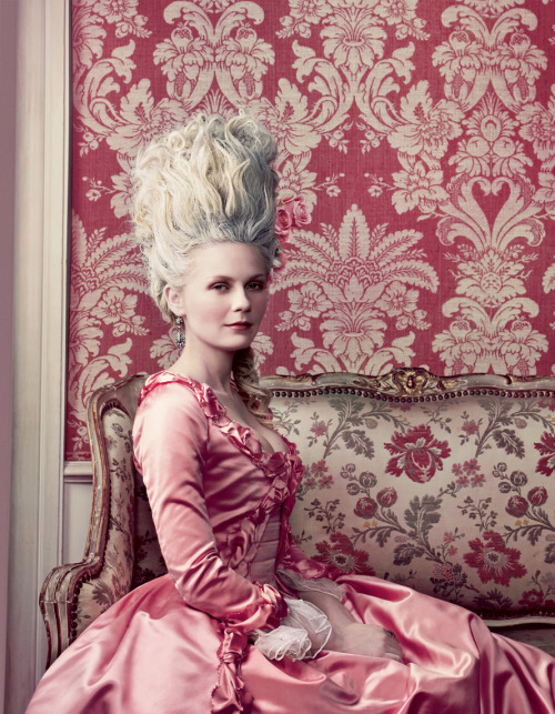 Kirsten Dunst photographed by Annie Leibovitz for Vogue (September 2006).