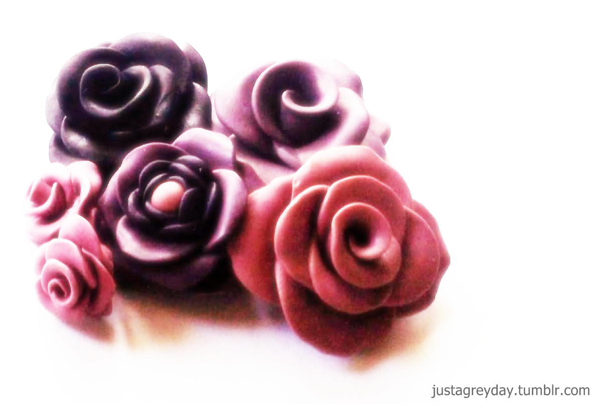 Those were the first roses I made with polymer clay back in 2010. And yeah, not that awesome but I'm definitely proud of it. Haha.