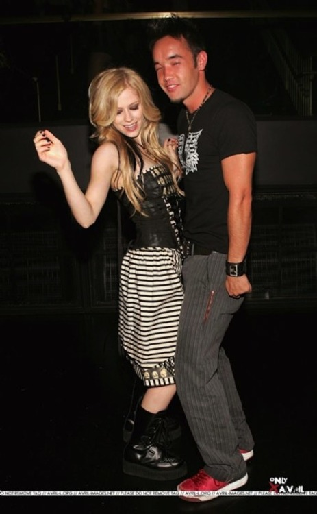 buzzfeedcelebs:  FYI: Avril Lavigne once dated the lead singer of Hoobastank.  OF COURSE SHE DID.