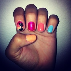 lisacim:  Last minute manicure from last night :D (Taken with Instagram)