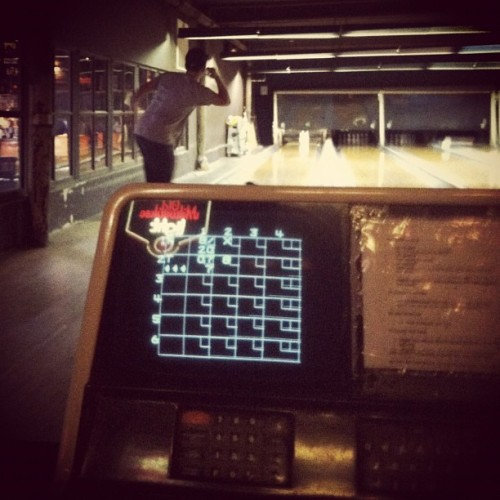 #throwbackthursday #bowling #oldschool #thegutter #brooklyn (Taken with Instagram)