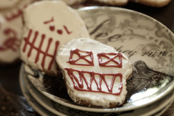 Halloween hosting: cookie-decorating party!