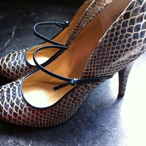 Pretty, pretty! New @rockport heels! (Taken with Pose)