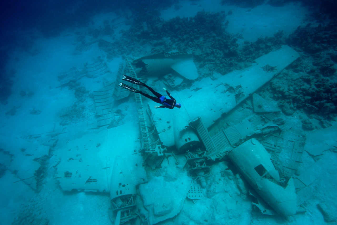 "Pierre Frolle diving to a Douglas DC-3 sunk for the movie ""Into The Blue"" off the coast of Nassau, Bahamas. The DC-3 was smashed by a hurricane, so pieces of it are all over the area."
