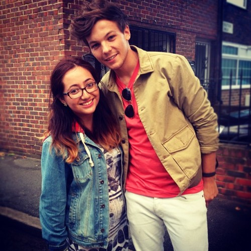 1dupdateswc:  Louis with a fan today (x)
