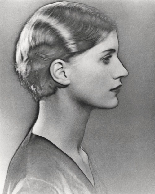 etund:  Lee Miller, photographed by Man Ray, circa 1930.