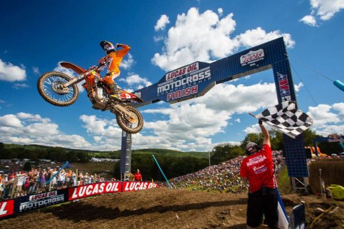 Ryan Dungey secured his second AMA Pro Motocross Championship last weekend in N.Y. Behind the scenes, it took a lot of hard work -> http://es.pn/MP3zVo