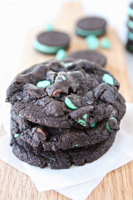 caramelss:  Chocolate Mint Oreo Cookies