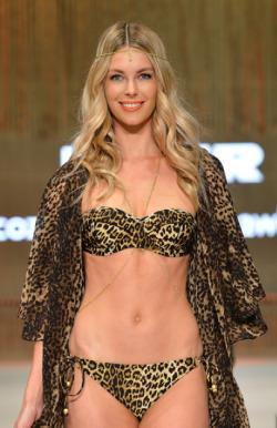 MERCEDES BENZ FASHION FESTIVAL SYDNEY 2012 - JENNIFER HAWKINS (MYER SHOW)It is one of the most anticipated weeks in the Australian fashion world; and the Mercedes Benz Fashion Festival has not failed to impress in the fashion stakes with the most gorgeous frocks and threads on display.We are talking unmissable style icons adorned in sophisticated, elegant and edgy designs from our celebrated, talented Australian designers.Here are the hottest shots for YOUR viewing pleasure!Image Source: Zimbio