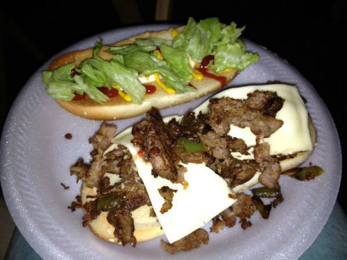 Grilled steak hoagies with provolone cheese, green peppers, onions, lettuce, Zesty Italian dressing, ketchup, mayo & mustard! I went all the way with mine…it was nice having Chef Porky cook dinner, gave me a break from The Full Belly Kitchen 🍴💋