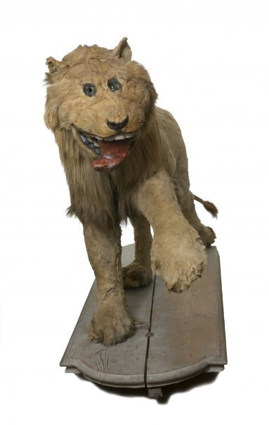 crappytaxidermy:  the beloved lion of grippsholm, sweden the result of a taxidermist who had never seen a lion