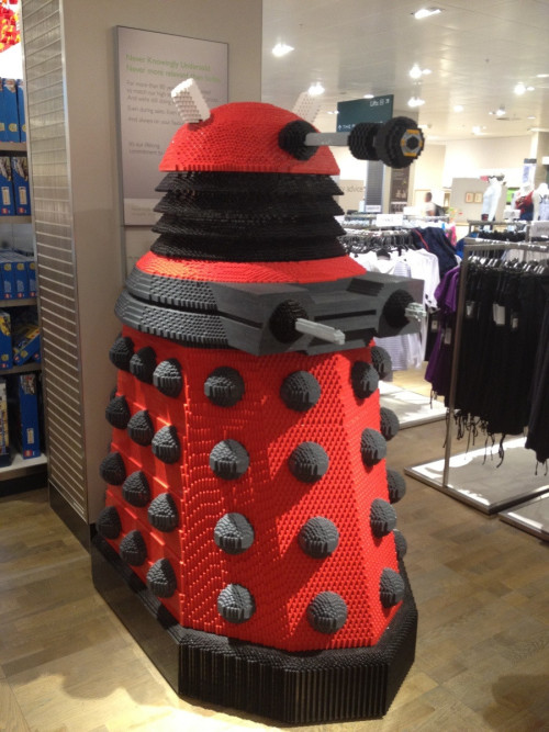deloreantardis:  epicwhovians:  This is a dalek made out of nothing but Legos.  Oh. My. Doctor. I NEED this!!!!!!!!!!!!!