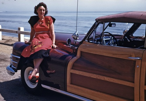 geewhizgolly:  From flickr, California, late 1940s.  She looks like Aunt Petunia.